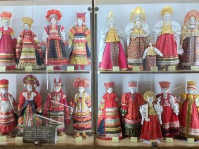 Выставка «Праздничный костюм различных губерний России XIX в» начала работу в Музее народной игрушки в Угличе