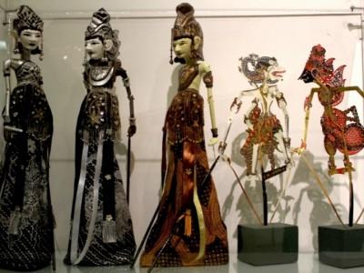 В Угличе продолжает свою работу выставка индонезийского театра Ваянга
